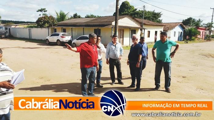 Prefeito e engenheiros visitam últimos detalhes para inicio da terraplanagem em Ponto Central