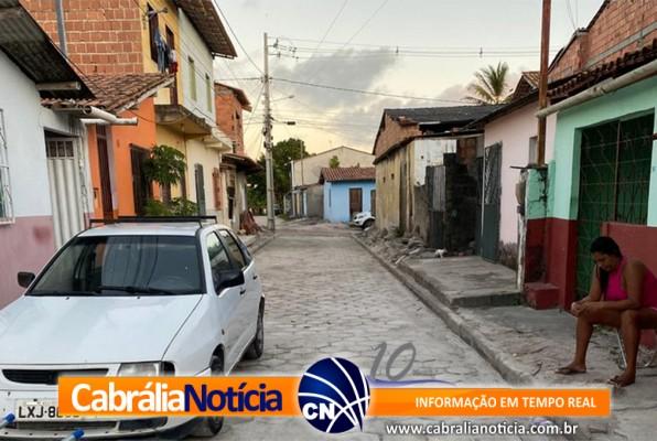 Prefeito visita obra de pavimentação no bairro Campinho