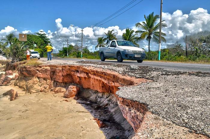Enquanto a Justiça Federal manda demolir monumento, permite que rodovia seja armadilha para o contribuinte