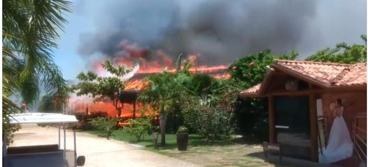 Incêndio destrói parte de hotel de luxo entre Porto Seguro e Cabrália