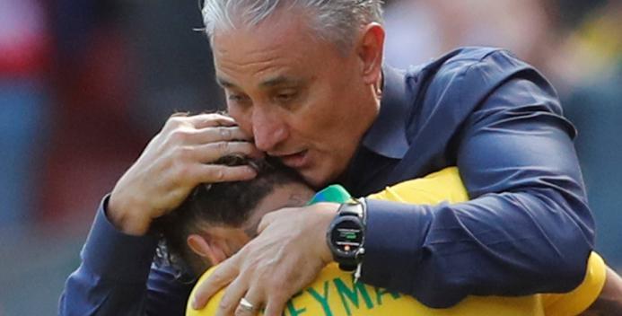 Neymar volta após 3 meses, espanta medo com golaço e comemora com médico