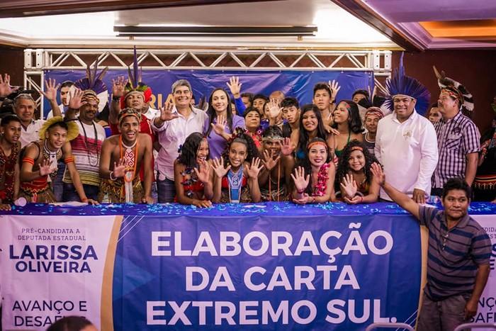 EM CABRALIA LARISSA OLIVEIRA REALIZA SUA QUINTA PLENARIA PARA UM PÚBLICO DE 600 PESSOAS
