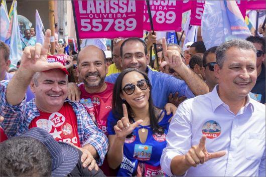 Larissa Oliveira participa de caminhada com Rui Costa em Itamaraju