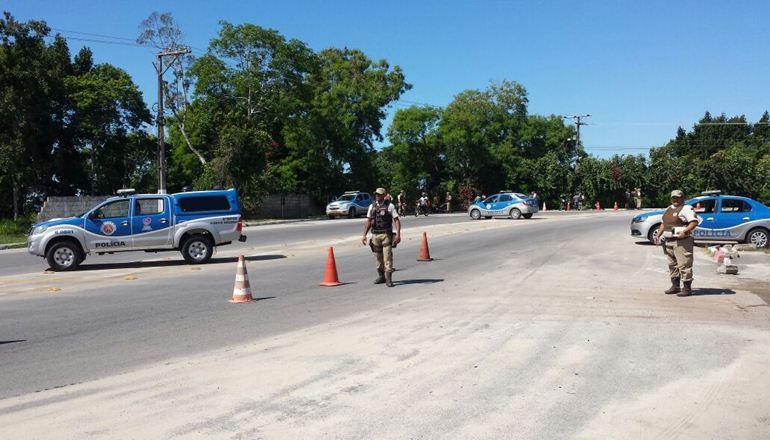 PM recupera dois carros roubados na zona rural do Bairro Tânia, em Santa Cruz Cabrália