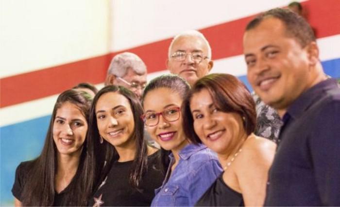 Larissa Oliveira prestigia abertura da Festa do Café em Itabela, os Jogos Garça Branca em Guaratinga, e faz adesivaços