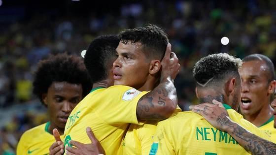 Brasil bate a Sérvia por 2 x 0 e enfrenta o México nas oitavas da Copa