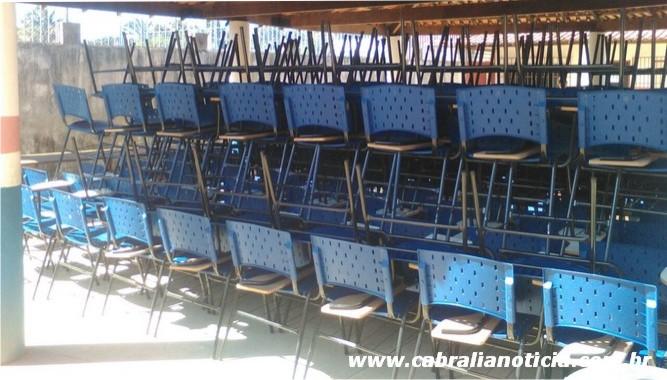 Prefeitura de Cabrália adquire mil e seiscentas novas carteiras e mesas escolares