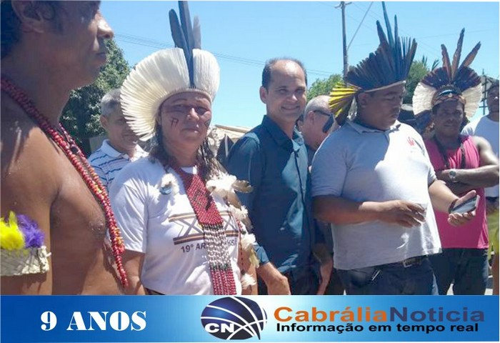 PREFEITO CARLOS LERO PARTICIPA DA CAMINHADA PARA NÃO DEMOLIÇÃO DO MONUMENTO EM COROA VERMELHA.