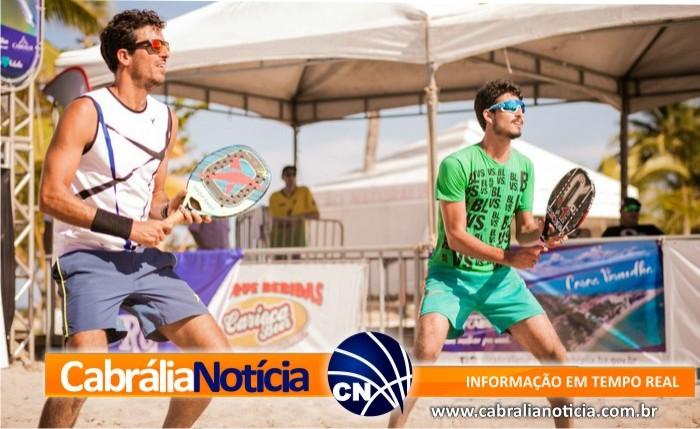 Baiano desbanca chileno 4º do mundo e leva o título de Simples no Pan-Americano de Beach Tennis em Santa Cruz Cabrália, na Bahia