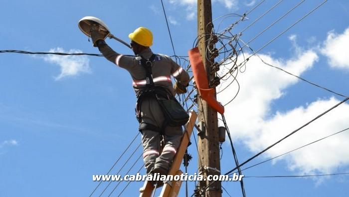 Orla norte de Cabrália recebe melhorias na rede de iluminação pública