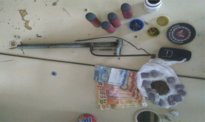 Polícia Militar acaba com ponto de drogas no Bairro Tânia em Santa Cruz Cabrália.