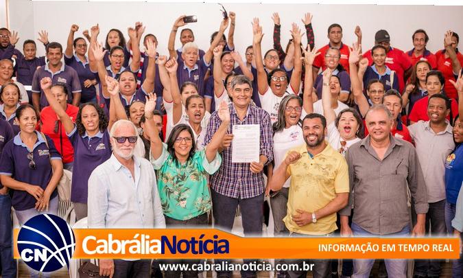 O Prefeito Agnelo assina projeto de lei do incentivo de adicional à remuneração dos agentes de saúde e também aos agentes de endemias.