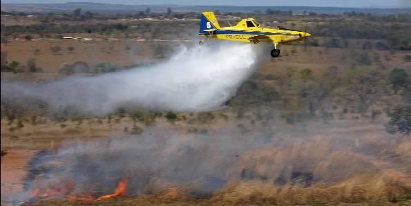 Cidade em chamas: Aviões estão ajudando no combate a incêndio em Porto Seguro