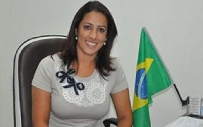 MENSAGEM DE ANIVERSÁRIO À PREFEITA CLAUDIA OLIVEIRA