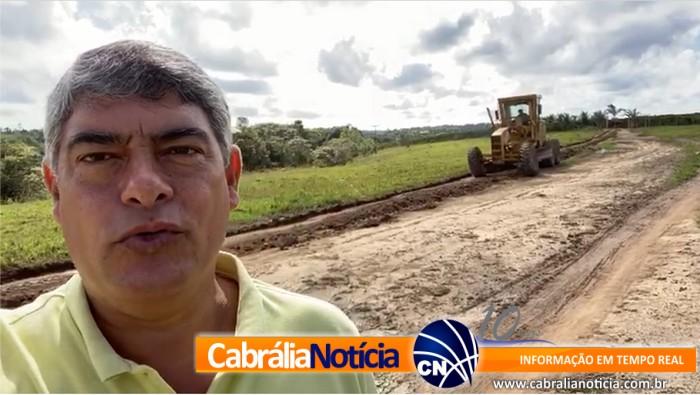 Prefeitura de Santa Cruz Cabrália recupera estradas vicinais na zona rural do município