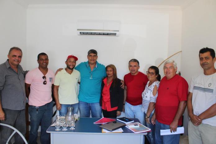Prefeito Agnelo se reúne com representantes do MST