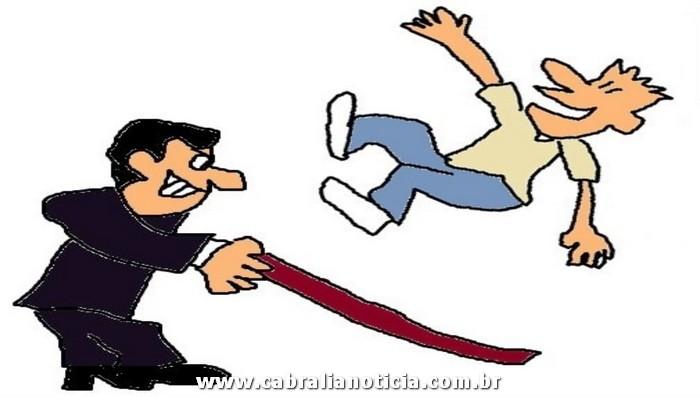 """""""Em um dia a pessoa é seu chão, no outro ela vem e puxa seu tapete: Pior tombo!"""""""