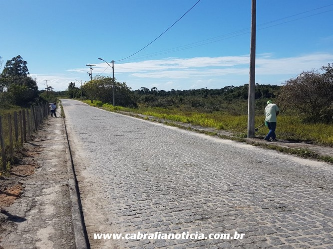 Prefeitura realiza limpeza na estrada da Tânia