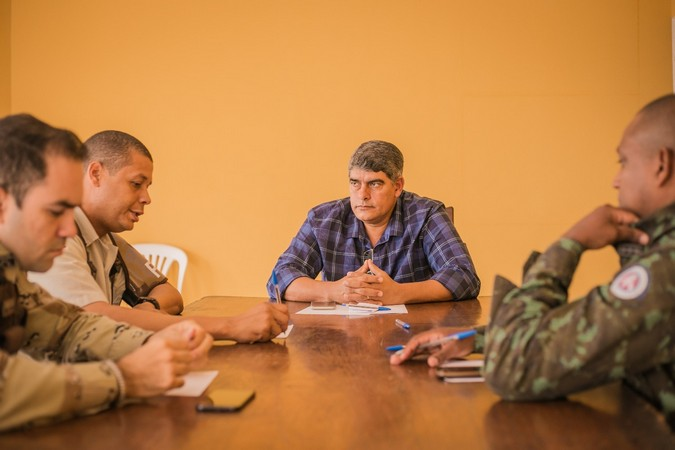 Em reunião, prefeito Agnelo Santos e autoridades falam sobre segurança pública em Cabrália
