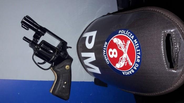Polícia Militar prende homens armados no povoado do Guaiú, em Santa Cruz Cabrália.