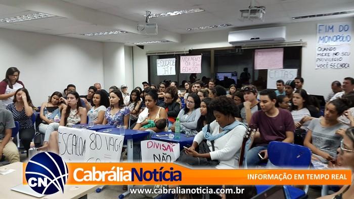 Pro reitoria da UFSB apresenta aos alunos do Campus de Porto Seguro proposta mais justa e igualitária para preenchimento das vagas do curso de medicina.
