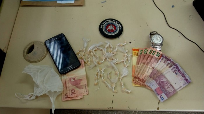 Polícia Militar tira das ruas dois jovens acusados de estar a serviço do tráfico de drogas em Cabrália.
