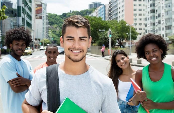Bolsas de estudo para o segundo semestre em todo o estado. Em Santa Cruz Cabrália há oportunidades.