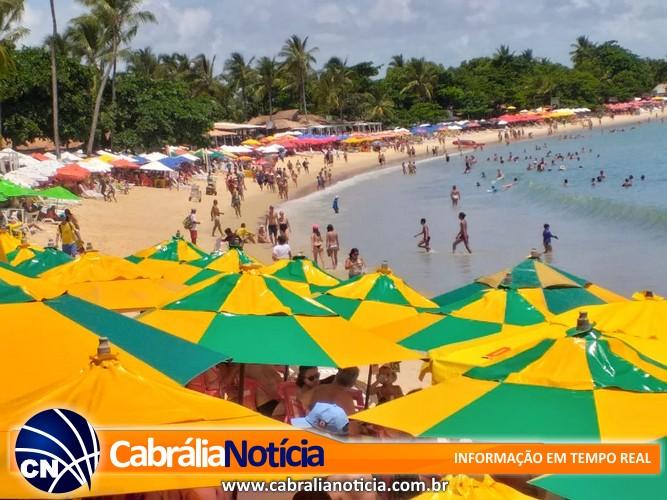 Turistas lotam praias, hotéis e pontos turísticos em Santa Cruz Cabrália
