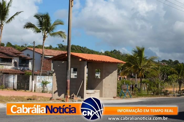 PREFEITURA COMEÇA REFORMA DE PONTO DE ÔNIBUS DESTRUIDO EM ACIDENTE.
