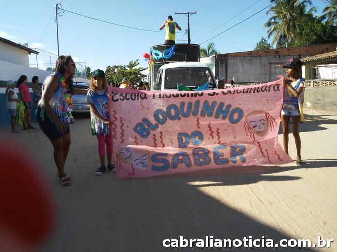 Bloquinho do Saber desfila pelas ruas do Guaiú.
