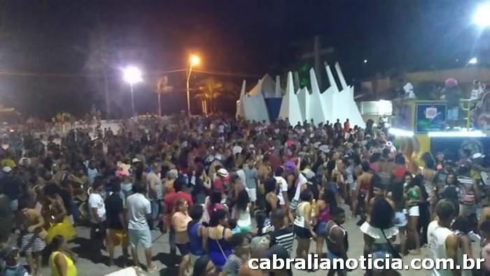 AS BONECAS E PARCEIROS DO VADÃO FIZERAM A FESTA DE DOMINGO NO CARNAVAL CULTURAL DE CABRÁLIA