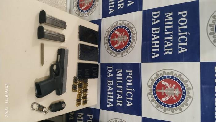 Suspeitos são presos portando arma e munições de uso restrito em blitz realizada pela PM em Santa Cruz Cabrália.