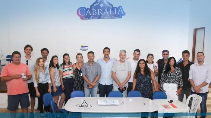 SECRETARIA DE TURISMO SE REUNIU COM O TRADE E COM O COMTUR DE CABRÁLIA