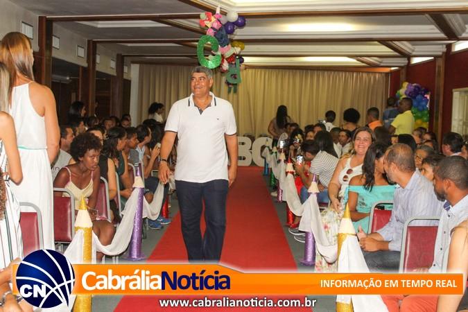Muito glamour na formatura da Escola Nosso Amigo em Santa Cruz Cabrália