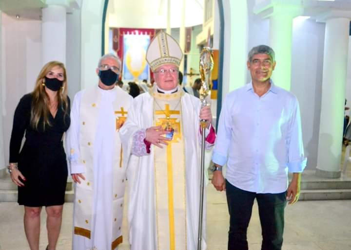 Prefeito Agnelo Santos participa de missa em homenagem ao bispo Dom José Edson