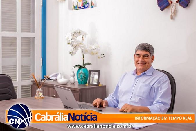 Prefeito assina decreto para recesso na prefeitura de Santa Cruz Cabrália