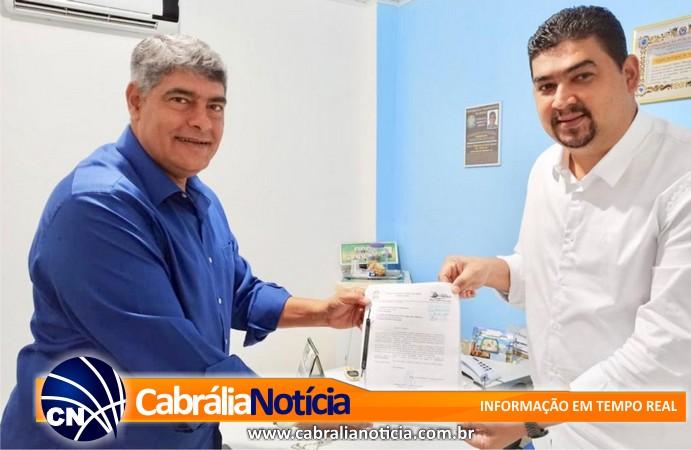 Cabrália - Servidor valorizado! Prefeito entrega à câmara Plano de Cargos e Salários