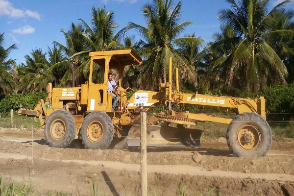 Prefeitura de Cabrália recupera estradas, reforma escola e leva água a comunidade de Rio do Sul