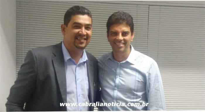 Vereador Romali Pairana ao lado do dep. Federal Claudio Cajado em Salvador