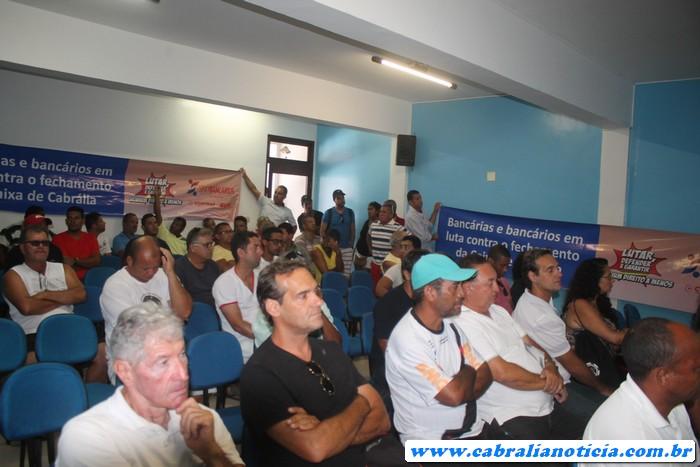 Sessão da Câmara com vaia, e  protesto contra fechamento da Caixa no município de Cabrália
