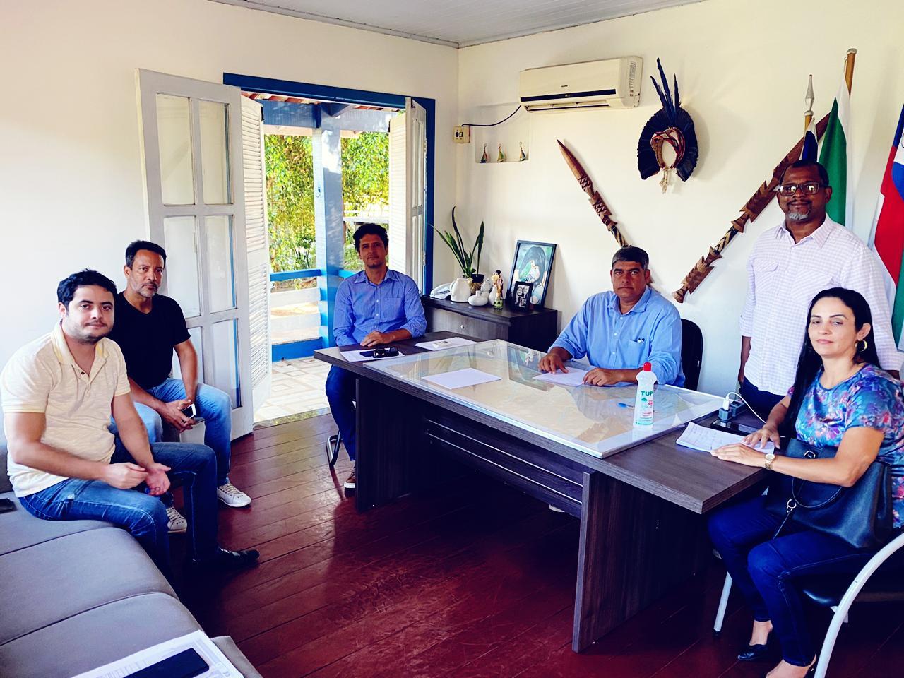 Prefeito Agnelo se reune com Dr. Bruno Gontijo, Secretarios e Procuradores
