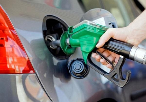 A partir desta quinta-feira(31), gasolina nas refinarias custará R$ 1,9671 por litro