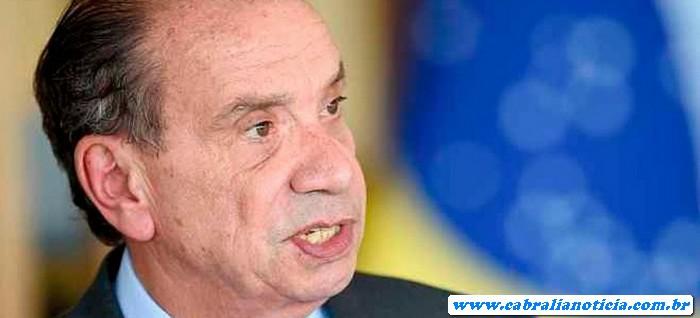 'Desse jeito, vamos dar a presidência ao Lula em 2018', diz Aloysio Nunes