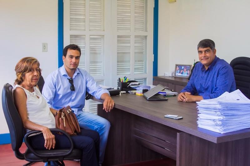 Prefeito Agnelo recebe novo delegado titular de Cabrália