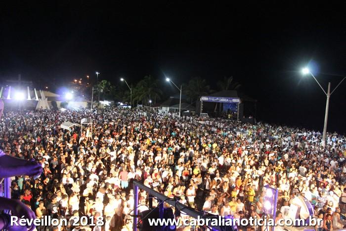 RÉVEILLON em CABRÁLIA > Praça lotada ao ritmo do axé e sem violência