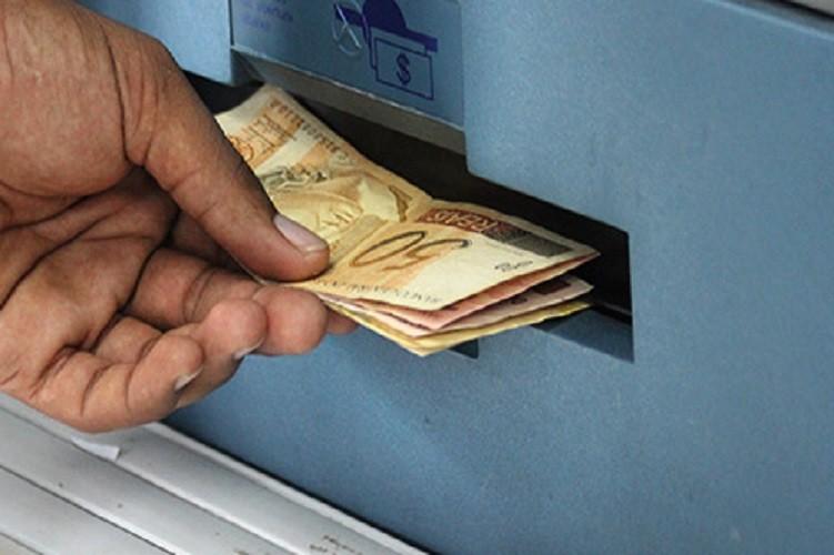 Prefeito interino Carlos Lero  antecipa pagamento do servidor municipal